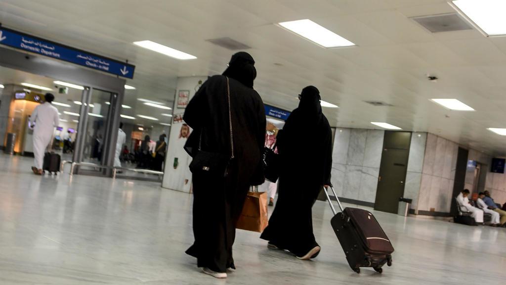 saudia arabia eases travel restriciton on ladies-VV