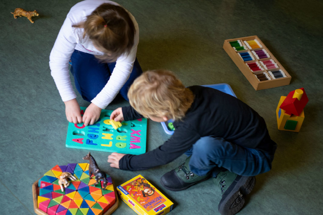 Study tellls Germany lacks 320,000 places for childcare